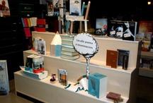 Escaparates/Decoraciones / Escaparates y decoraciones realizadas por Creaciones Andoriña para diversos establecimientos y eventos.
