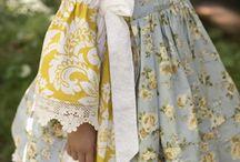 Tyttöjen vaatteita