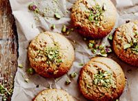 How to cook with tahini / Tahini, a paste made from roasted sesame seeds, adds a nutty depth to everything from salad dressings to cookies.