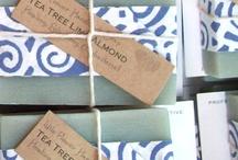 Embalagens e cartões / Sugestões para preparar embalagens para presente e cartões para acompanhar / by Celia Regina