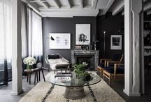 The elegance of the black color: a trendy and timeless shade