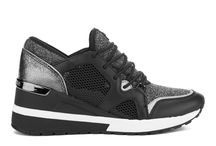 Kicks / The best of women's sneaker for style and comfort.
