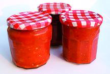 Vorräte / Ideen, wie man Kräuter haltbar macht, Marmeladen und Sugos einkocht etc.