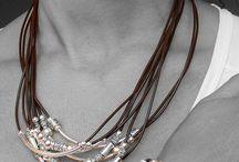biżuteria w kompletach