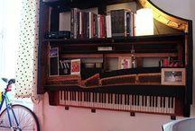 Zongora könyvespolc