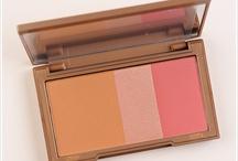 Make Up Must Haves / by El Diario de Candy
