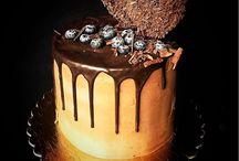 Торт украшен по разному