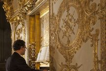 Utopia: pianos