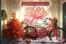 Christmas / Gorgeous window displays with Christmas themes.