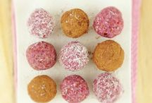 Bliss balls / Raspberry and coconut