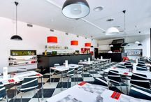 Interiér restaurace/Interiors / Podívejte se na moderní interiér naší restaurace./Check out modern interiors of our restaurant.