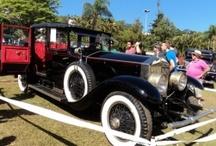 Carros Antigos / Os carros que fazem parte da história do setor automotivo passam por aqui.