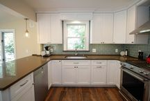 Maple - Shaker - White / Designer: Karolina Zawistowska – Stone Art Design Home Design Center  Specie: Maple Color: White Overlay: FOLC Door: Shaker Drawer: 5pc Flat