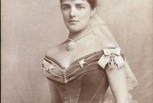 Kostýmy a alegorie v 19.století