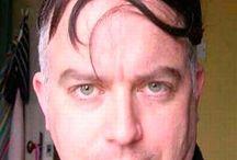 Alopecia y peinado / Estos son los peores peinados para ocultar la alopecia. Ponte en manos de profesionales del pelo para solucionar los problemas de caída del pelo.