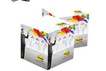 Post-it / Post-it lapparna har otroligt många användningsområden och på många olika platser arbetet, skolan, hemmet etc. Vi erbjuder Post-It block i alla möjliga former. Alltifrån standard storlekar till block och egna mallar. Post-it hjälper dig att organisera din dag!