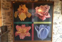 Des iris partout / Les iris peuvent non seulement se retrouver dans vos jardins, mais ils inspirent aussi l'art, les senteurs des parfums et bougies,...