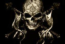 Skull Motorcycle / Skull Motorcycle é uma criação de Paulo Sergio, que além de fundador é fotografo, motociclista e ciclista.  Paulo Sergio tambem fundou o Marauders Clube do Brasil