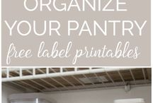 Kitchen Organization / Our favorite ways to keep your kitchen organized (as much as possible!)