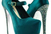Zapatos <3 / by Andrea Orizia