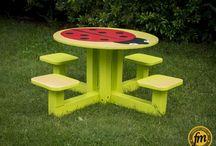 """Table ronde """"coccinelle"""" / Table ronde """"coccinelle"""" pour 4 enfants. Prévue pour l'extérieur - résistante aux intempéries."""