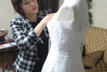 """アトリエ:デザイナー / 花嫁に愛される!喜ばれるウェディングドレスを提案する""""メタモールフォーゼ""""のデザイナーとアトリエをご紹介。オーダーメイド=高いは勘違い。オーダーメイドだから叶う事も沢山あります。一人一人の花嫁に合わせて作る事もオーダーメイドですよね?メタモールフォーゼ ウェディングは、夢や希望を叶えるドレス専門店です。"""
