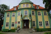 Węgry (gmina Żórawina) - Pałac / Pierwszy, barokowy pałac w Węgrach powstał w początku XVIII w. Przebudowano go ok 1850 r, nadając wtedy cechy neogotyckie. Obecnie mieści się w nim szkoła podstawowa.