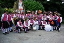 Morris Teams / So many Morris sides - who knew?  Find one in your area.