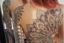 tetovált bicskák