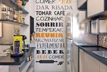Cozinhas pequenas e lindas / Separamos inspirações das cozinhas pequenas mais lindas e organizadas!