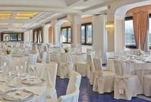 Matrimonio - Wedding / Le sale possono accogliere da 50 a 500 ospiti. Le luci, i profumi, i sapori contribuiranno a rendere uniche le vostre nozze. La prelibatezza dei piatti consigliati dallo chef per il menù del ricevimento, la luminosità e l'ampiezza delle sale, la gentilezza e l'accoglienza dei collaboratori, la vista mozzafiato sul Golfo di Salerno e sulla Costiera Amalfitana, la bontà della torta nuziale contribuiranno a rendere speciale il vostro matrimonio.