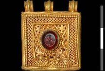 2.1. Joyería mágica (amuletos, talismanes, exvotos...)