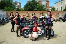 Tribalona Wild Cherries / Compañía amateur de Burlesque de Barcelona que surge en el año 2014 en la escuela de Danza Tribalona, dirigida por las bailarinas Eva Tallada y Noemí Castell.