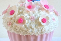 Cakes_Giant_Cupcake