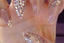 Encrusted manicure / Bogato zdobiony manicure