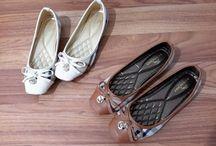 Burberry import / sepatu sandal burberry import hongkong  ukuran standar asia, jadi sama dengan ukuran yang biasa pakai  Pemesanan harap cantumkan ukuran, warna dan gambar   yang mau selalu update bisa follow instagram@artatishine  Peminat serius hub hp/wa/line 087825743622