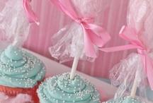cupcakes/cakes / by Lisa Viveiros