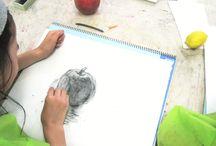 レイアートスクール子どもアトリエ / 子供アトリエでは幼稚園生〜小学生向けに絵画、工作、デザインなどをカリキュラムに織り込んだコースのほかに、絵画を中心とした上級生絵画コースがあります。