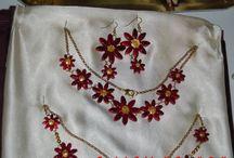 Collane e Orecchini in ceramica fatti a mano / collana con foglie in ceramica fatta a mano decorata con cristallina turchese