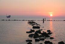 Alba a Ravenna / Alba sulla scogliera  nella Spiaggia di Lido di Dante a Ravenna, piccola spiaggia ancora libera ove rilassarsi in armonia con il mare