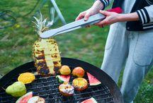 grilování maso, ovoce, zelenina a něco k tomu