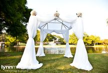 beautiful outdoor wedding / A soft outdoor wedding at the Cooper Guest Lodge in Dallas, Texas