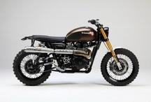 motos / by Ronald Rojas C.