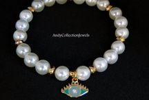 Women's pearls bracelets