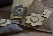 collezione FLOWER MEADOW / pochette realizzate recuperando scarti industriali di moquette e panno industriale.