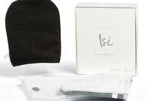 ISI - Italian Silver Idea / ISI è il guantino made in Italy in fibra d'argento antibatterico: strucca, deterge ed esfolia in una sola passata, svolgendo una funzione antibatterica a beneficio del derma.