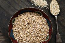 Super obilniny a semená/ Super grains / Obilniny sú zdrojom energie a mali by tvoriť väčšiu časť nášho denného jedálnička. Niektoré z nich obsahujú aj vysoký podiel bielkovín. Pre tých, čo trpia alergiou na lepok, príroda ponúka veľa alternatív - napr. quinou, proso, pohánku.