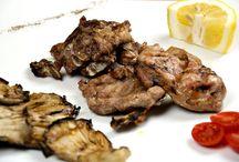 Finalmente con la cucina nuova è arrivata la tanto attesa brace a carboni attivi per carne e pesce. / Potete gustare la Scottona beneventana con osso e l'agnello Corachiatta Laticauda, eccellenze della nostra Campania. Il pescato del giorno, lo proponiamo alla brace, perchè i nostri prodotti eccellenti e freschissimi, necessitano di una cucina essenziale. Luigi e Consiglia Russo  Anche questo piatto lo potete ordinare al 081 8991067 / 333  Per info081 8991067 / 333 2963740 La Lanterna ristorante, via G. C. Aliperta, Somma Vesuviana, Napoli Foto #DanielaDeMartino per #Adversa #CarmenMeoli