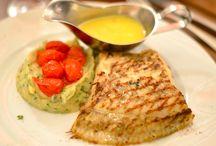 Visbistro Mojo / Mojo is een prima visrestaurant.  Er wordt vooral met suggesties gewerkt en op donderdag is het Paëllaavond. Je betaalt 28,5 pp voor tapa's paëlla, dessert en een halve fles wijn.