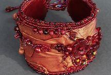 Textilní šperk